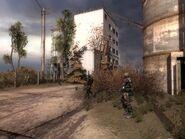 Долговцы на цементном заводе (в кустах виден труп погибшего)
