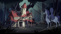 S2E40 Queen Moon arrives at Ludo's family's house