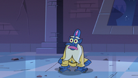 S3E38 Glossaryck looking at Star Butterfly