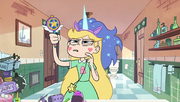 S1E17 Star wearing a unicorn's blue mane and horn.png