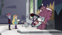 S4E25 Eclipsa and Globgor present Mewman-shaped cake