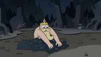 S3E27 King River gathering leaves around himself