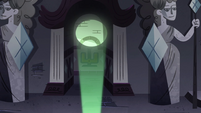 S4E21 Glowworm's light shines down the corridor