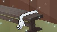 S1E5 Towel arm