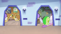 S3E26 Honeybees and Flying Snail going to their room