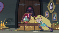 S3E20 Star Butterfly barricading the door
