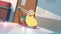 S2E16 Star Butterfly trying to open the door