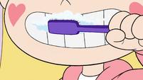 S3E25 Star Butterfly brushing her teeth