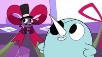 S3E26 Spider complimenting Narwhal's decorating