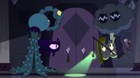 S4E21 Eclipsa's spells outside Moon's spells' room