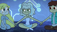 S2E17 Jackie holding Star and Marco's hands