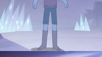 S4E4 Mirror reflection of Tom's boots