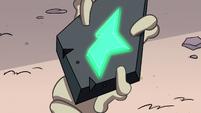 S2E8 Ludo's wand star glows bright green