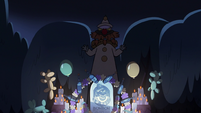 S2E27 'Bon Bon' appears behind the shrine