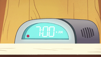 S2E22 Spider With a Top Hat's clock reads 7am