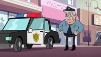 S2E24 Police officer wearing skinny jeans