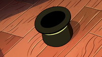S2E22 Spider With a Top Hat's top hat on the floor