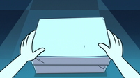 S3E9 Star Butterfly opening a small box