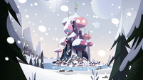 S3E25 Mewni covered in snow