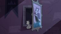 S3E38 Eclipsa's shackles in open secret passageway