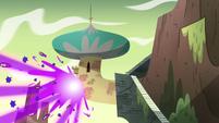 S4E5 Burst of magic light outside Star's loft