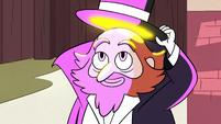 S2E29 Preston shows Star his glowing hat
