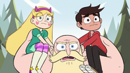 S2E10 King runs with Star and Marco on shoulders