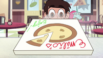 S2E24 Marco Diaz opening the pizza box