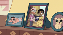 S2E36 Morrisons' photo on the Diazes' fireplace