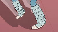 S2E39 Close-up on Star Butterfly's sliding feet