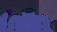 S4E21 Pyro Pony points at his headless neck