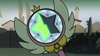 S2E8 Close-up on Star's wand - green glow