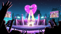 S2E39 Heart-shaped fireworks at the LS concert
