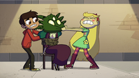 S4E19 Star and Marco freeing Queen Eclipsa