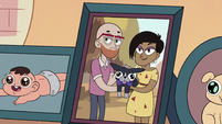 S2E36 Close-up on the Morrisons' family photo