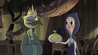 S2E40 Queen Moon offers bag of corn to Avarius