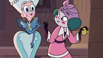 S3E28 Queen Butterfly gives Eclipsa a hairpin