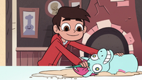 S2E24 Marco Diaz using Pony Head as a rolling pin