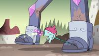 S4E33 Pony Head pushes Solarian Warrior back