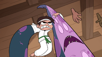 S1E5 Marco swinging up