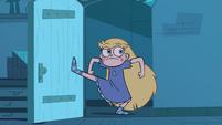 S4E29 Star kicks in Marco's bedroom door