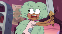 S4E12 Some of Kelly's hair gets cut