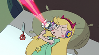 S2E31 Star Butterfly doing target practice
