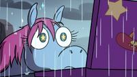 S3E35 Pony Head watching Bam Ui Pati! in the rain