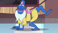 S3E11 Glossaryck lifts his leg to go to the bathroom