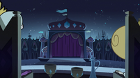 S2E40 Star and Moon Butterfly look at the stage