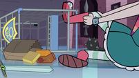 S1E8 Star's leg caught in a shopping cart