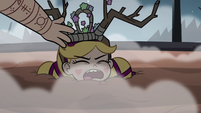 S3E27 River puts crown of antlers on Star's head