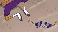 S4E33 Talon's broken sunglasses on the ground