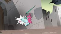 S4E33 Pony Head flies into wall, her horn breaks